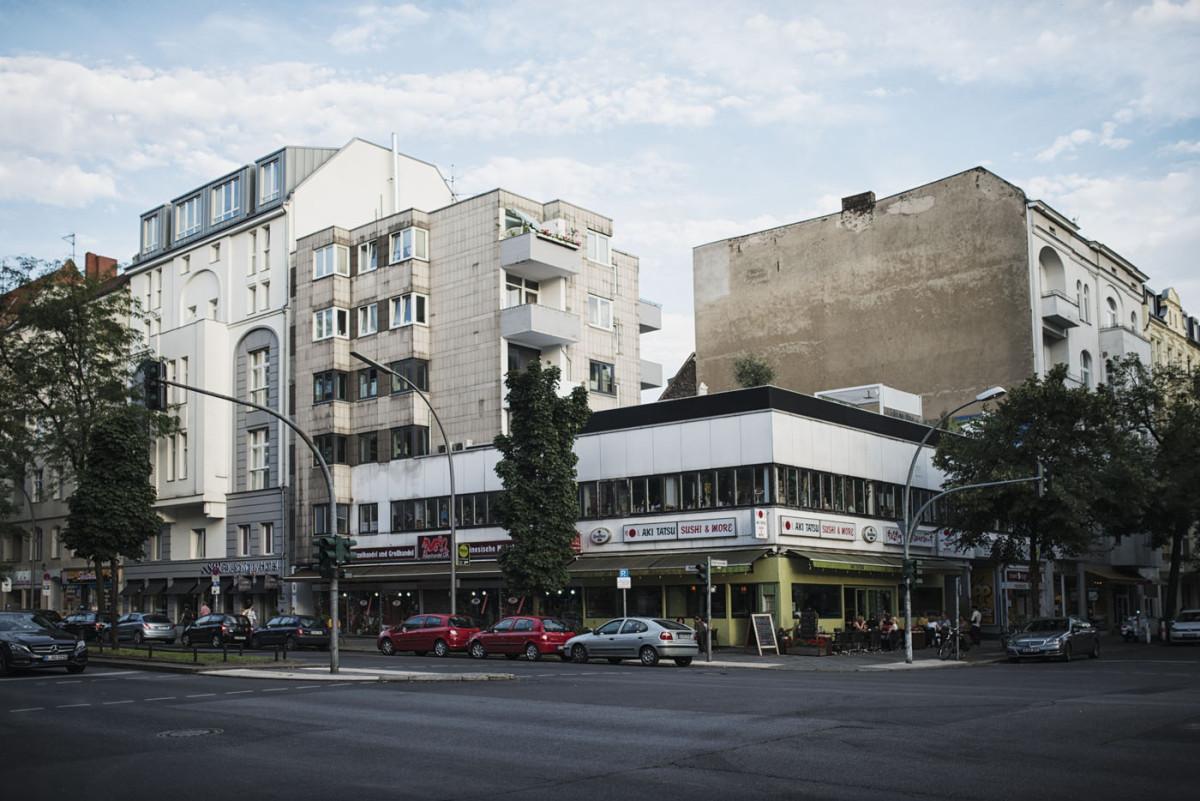 Z² - Zahn und Zieger unterwegs | Charlottenburg | Kantstraße | Berlin | Fotostrecke | Grüne Mode Outfit | Foto: René Zieger | GROSSARTIG