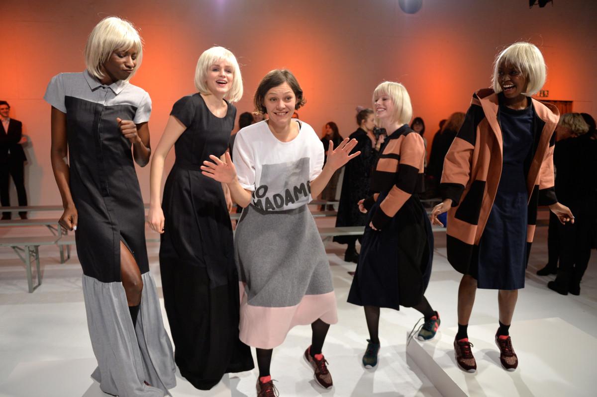 ANNE GORKE   Pine is Mine   Mercedes-Benz Fashion Week Berlin Autumn/Winter 2015/16   Herbst/Winter 2015/2016 Kollektion   COND3NS3D COLL3CTION   Foto: Alexander Koerner / Getty Images   GROSS∆RTIG