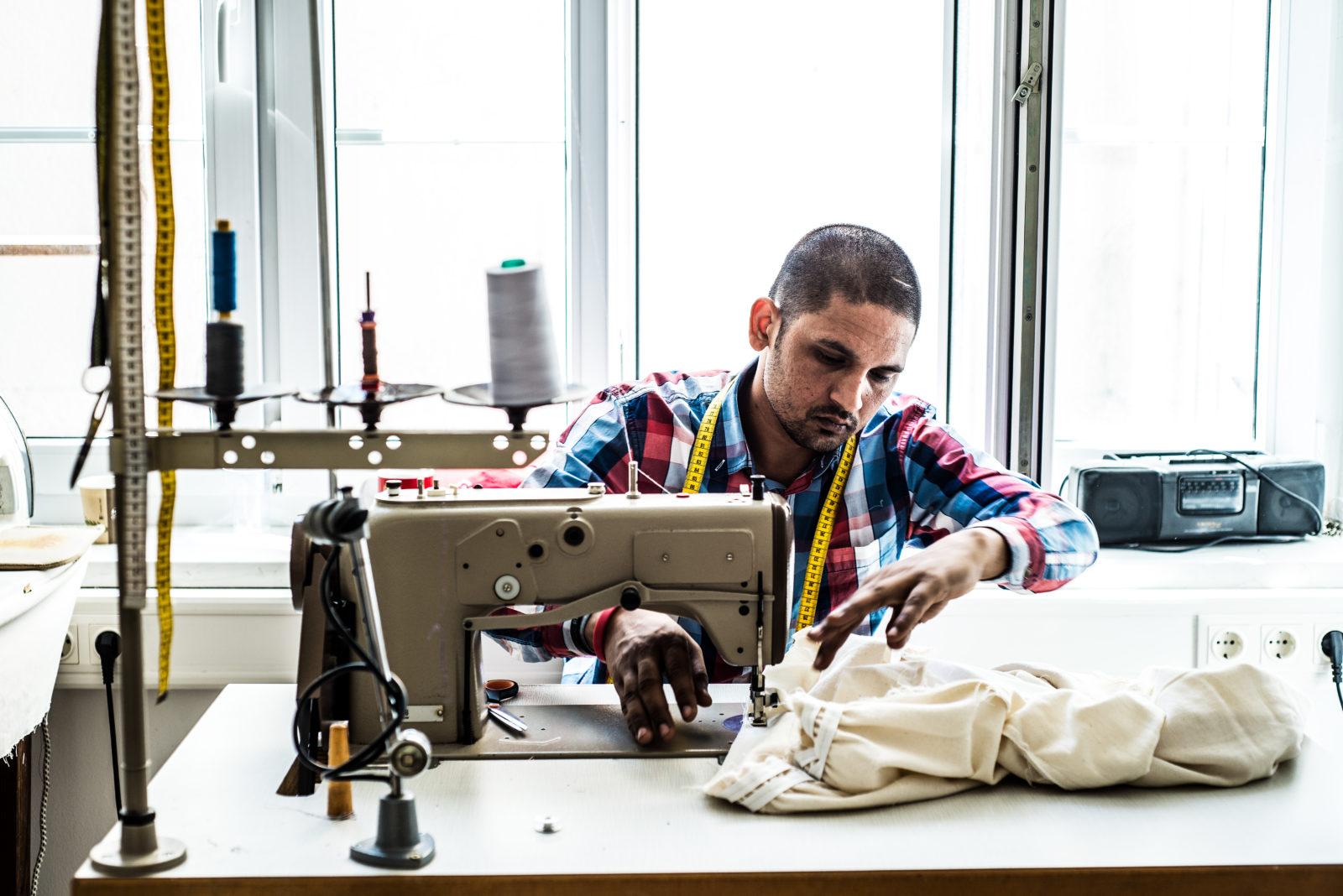 Das Team der Kattunfabrik | Selbsthilfeprojekt für Geflüchtete | Schneiderinnen und Schneider jeglicher Länder | St. Pölten | Foto: Kattunfabrik | GROSS∆RTIG