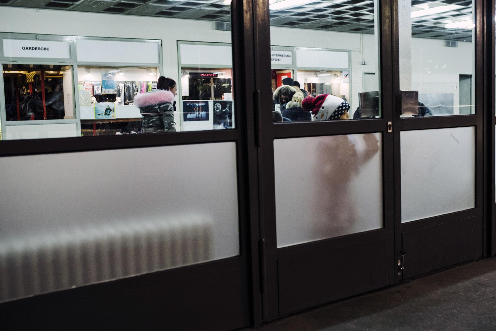 Z² – Zahn und Zieger | Erika-Heß-Eisstadion | Outfit | ARMEDANGELS & Nudie Jeans & VEJA | Fotostory | Foto: René Zieger | GROSS∆RTIG
