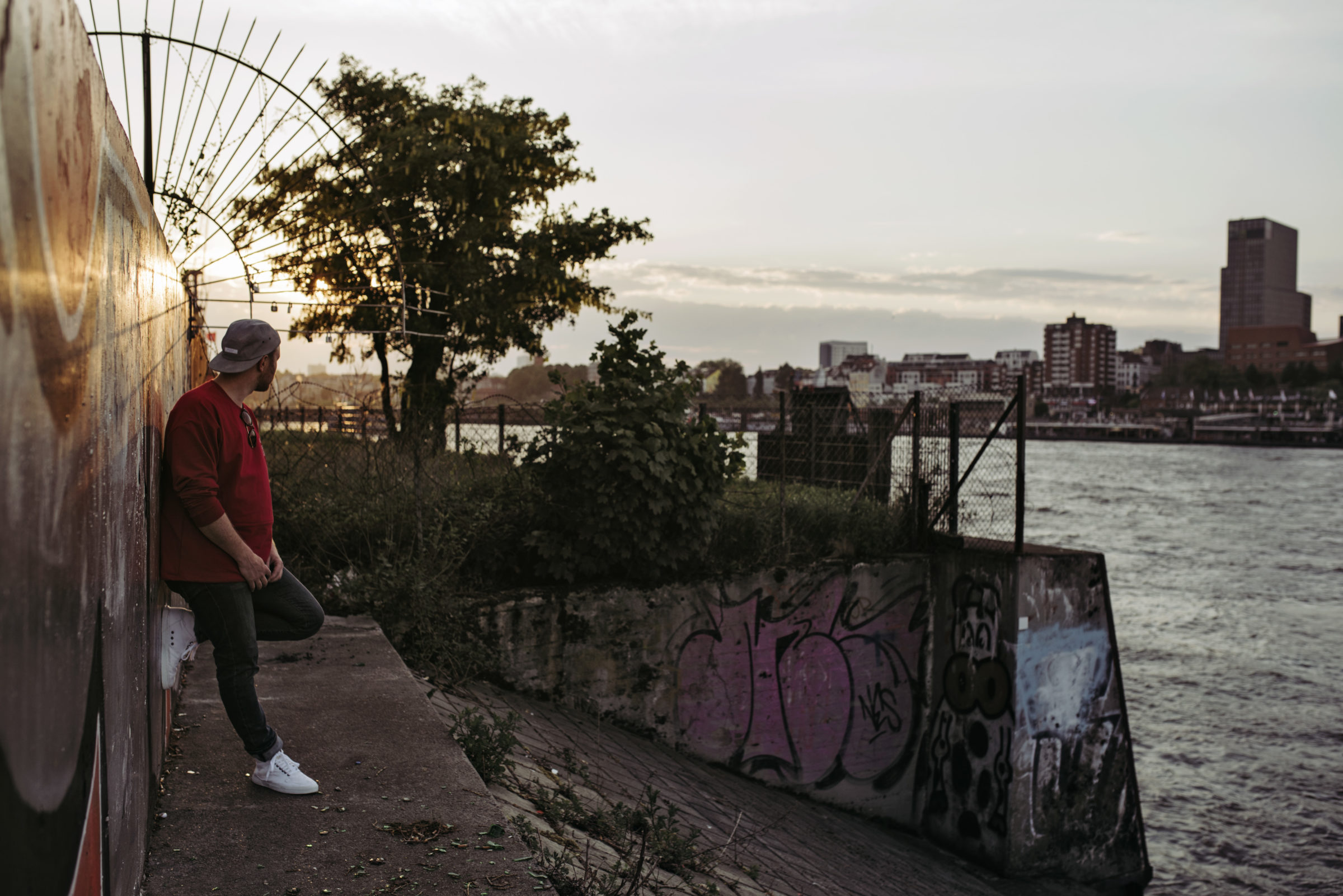 Be a Hiro – Outfit | Ethletic / Manaliso / Armedangels | Faire Sneaker | Foto: René Zieger | GROSS∆RTIG